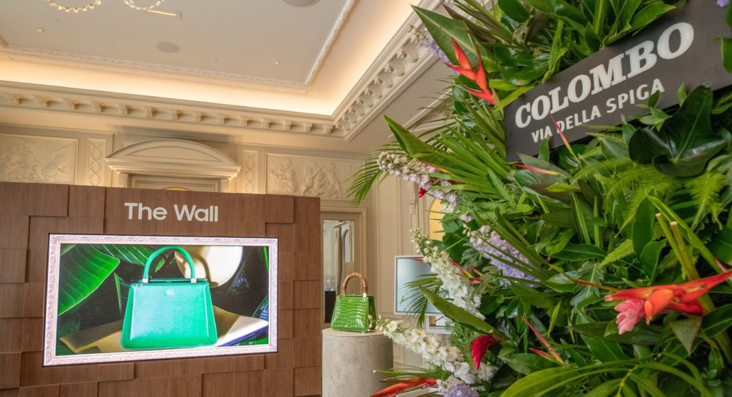The Wall Luxury - Samsung - TPVnews - cartelería digital - moda